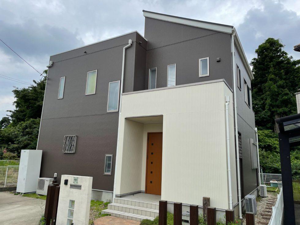 屋根は4Fフッ素の優れた耐候性を有し、屋根の色彩・光沢を長期間保つ遮熱塗料を使用、外壁はセルフクリーニング機能付きの超低汚染無機フッ素塗料で塗装しました